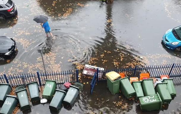 Потоп в Лондоне: вместо дорог реки и затопленное метро