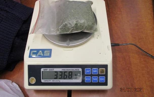 Украинка пыталась провезти в Россию наркотики в босоножках