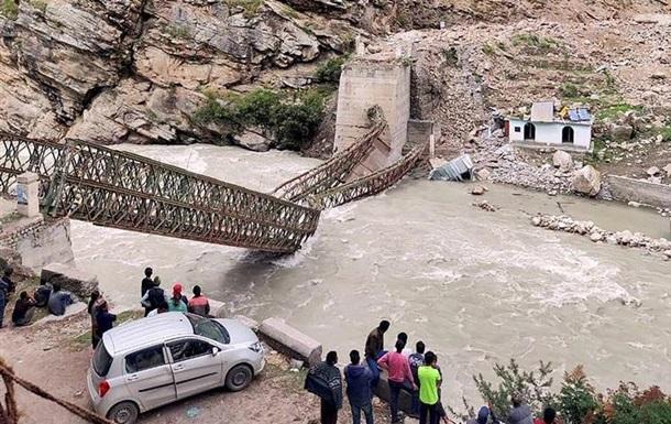 В Индии камнепад разрушил мост, есть жертвы