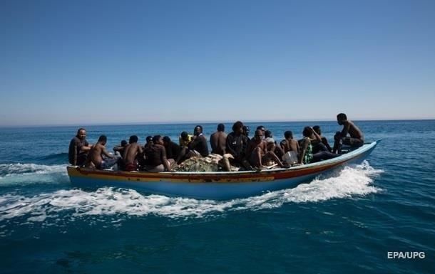 Біля берегів Лівії перекинувся човен з мігрантами: більше 50 жертв