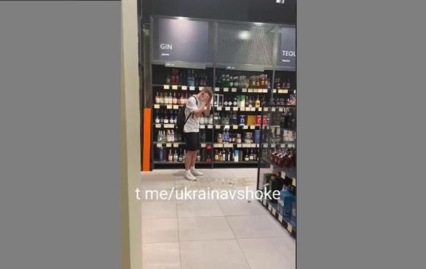 В Киеве блогер ради видео разбил виски за $7500