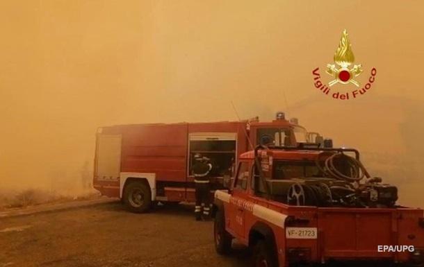 На островах в Італії лісові пожежі