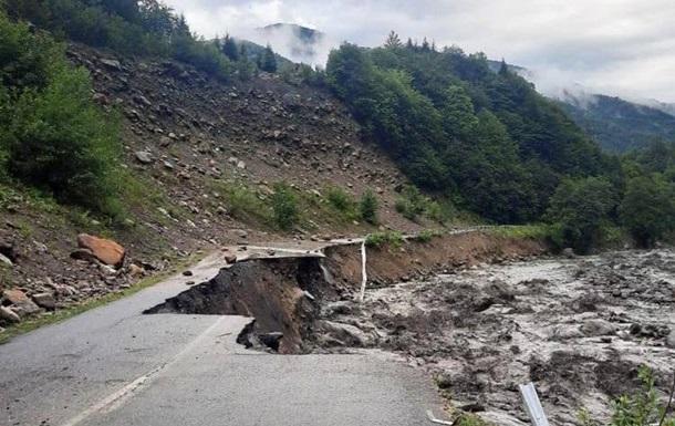 Зливи в Грузії призвели до масштабних руйнувань і зсувів