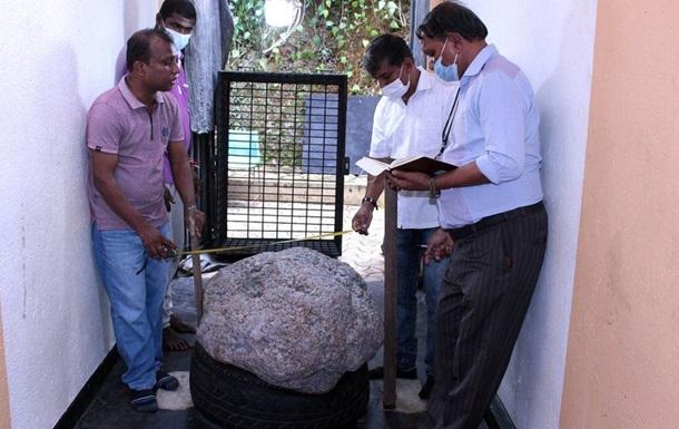 На Шрі-Ланці у дворі випадково знайшли величезний сапфір
