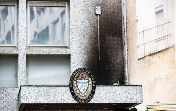 Посольство Куби в Парижі закидали  коктейлями Молотова
