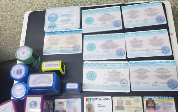 В Украине разоблачили производство фальшивых документов
