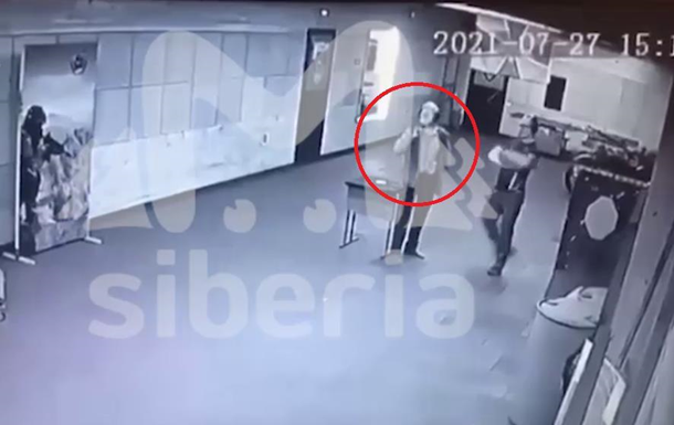 В РФ мужчина застрелился в тире. 18+