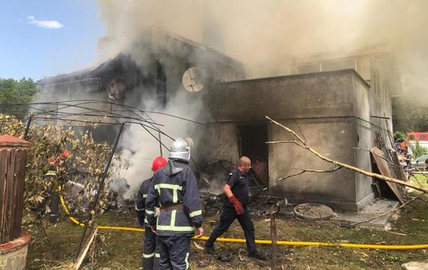 На Прикарпатье самолет упал на дом, четыре жертвы