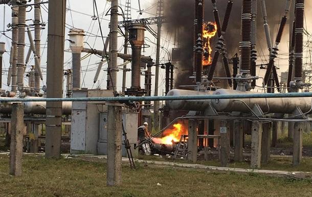 В Ровно пропадал свет из-за пожара на трансформаторе