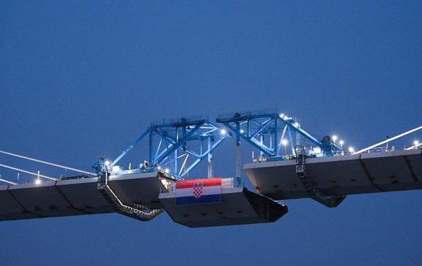 В Хорватии мост cоединил разделенные части страны