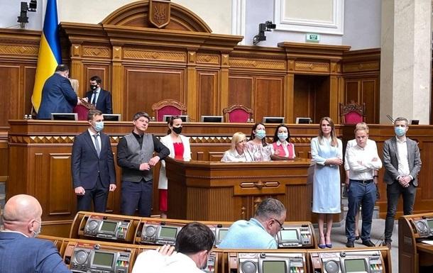 Ряд депутатов Голоса покидают партию