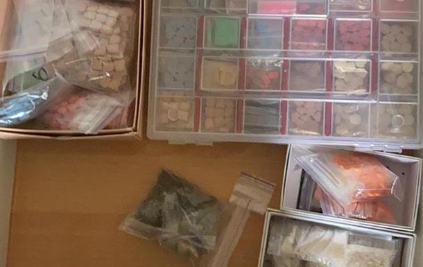 СБУ заблокувала канал збуту екстазі і кокаїну