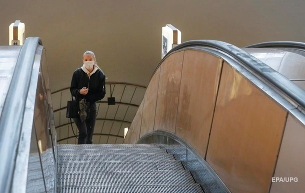 За отсутствие масок оштрафовали почти 2,5 тыс. пассажиров киевского метро