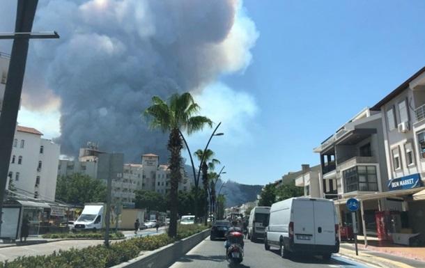 В Турции лесные пожары дошли до Мармариса