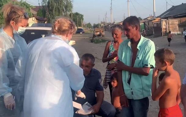 На Закарпатье выездная бригада COVID-вакцинирует ромов