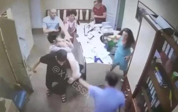 В сельсовет под Одессой ворвался мужчина с ножом