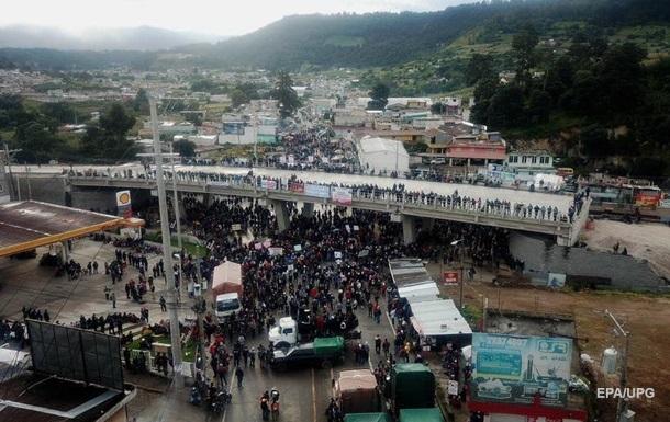 В Гватемале идут массовые протесты. Фоторепортаж