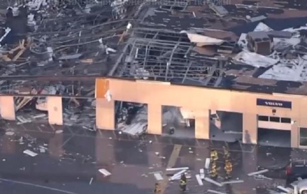 В США два торнадо в щепки разрушили дома
