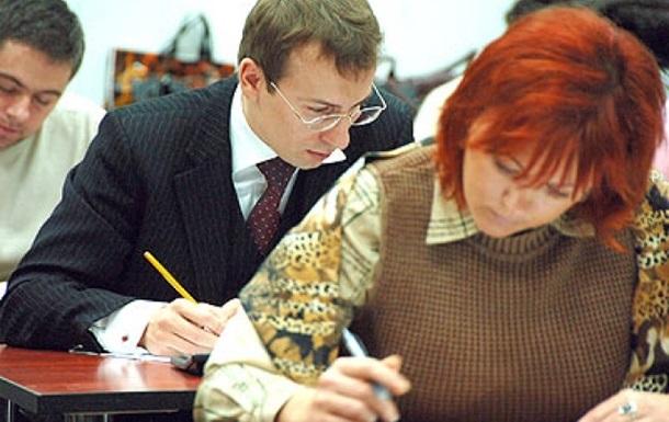 Іспит на знання української мови здали вже більш як дві тисячі чиновників
