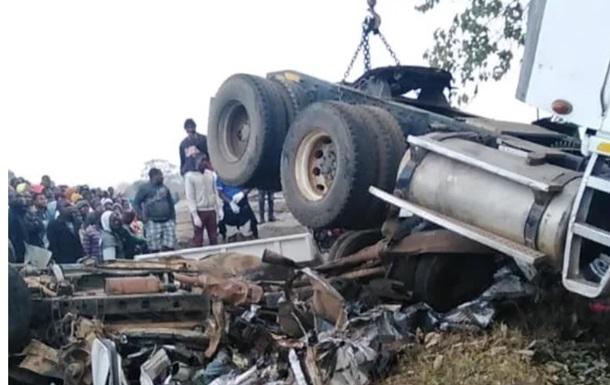 У Малаві зіткнулися автобус і дві вантажівки, 21 жертва