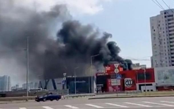 На Позняках у Києві трапилася велика пожежа