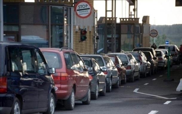 На західному кордоні України черга із сотень машин