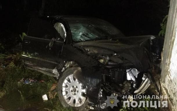 На Чернігівщині легковик в їхав у приватний будинок: є жертви