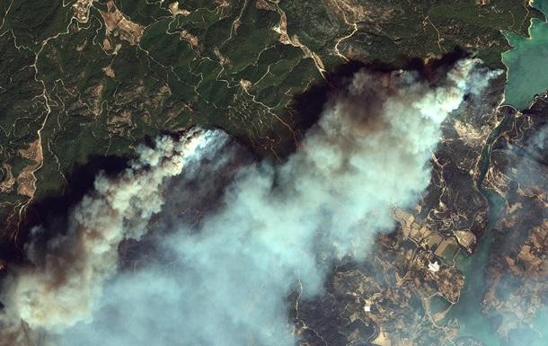 Появились спутниковые фото горящих курортов Турции