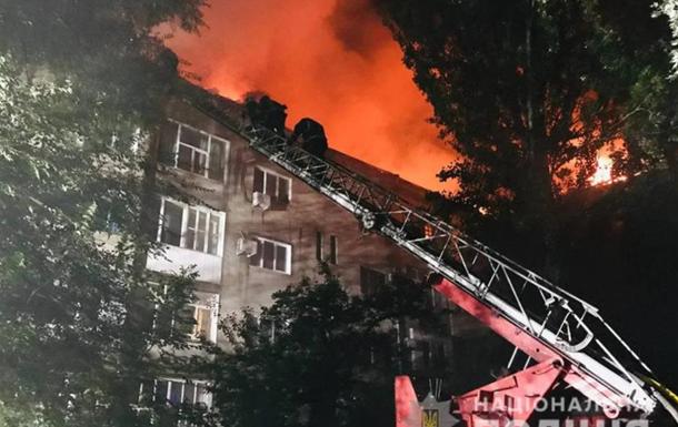 Полиция расследует причины пожара в многоэтажке в Запорожья