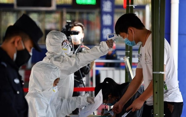 В Ухане проведут массовое COVID-тестирование на фоне вспышки коронавируса