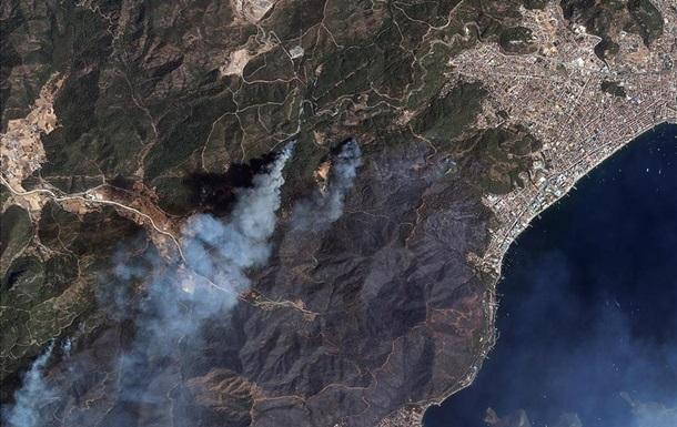 Пожары в Турции: сгоревшие леса показали из космоса