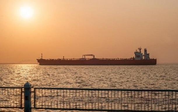 Біля узбережжя ОАЕ втратили керування відразу шість танкерів