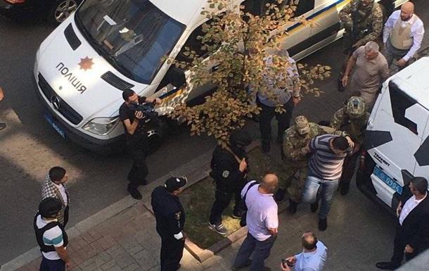 Чоловік з гранатою у Кабміні затриманий