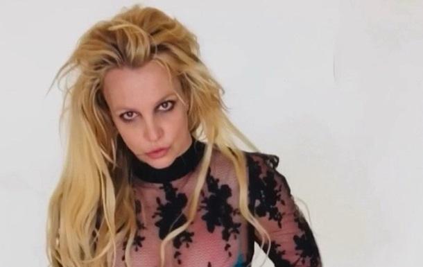 Бритни Спирс поразила танцами в бикини