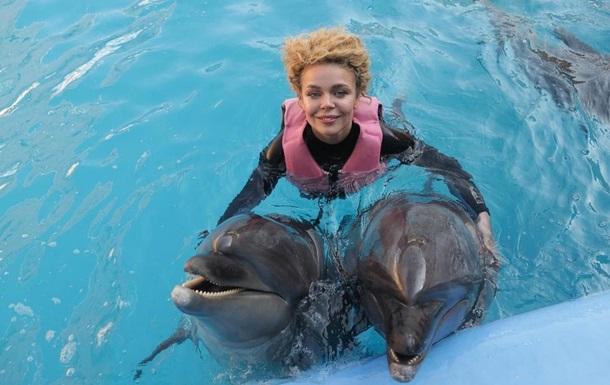 Гросу очаровала милыми снимками с дельфинами