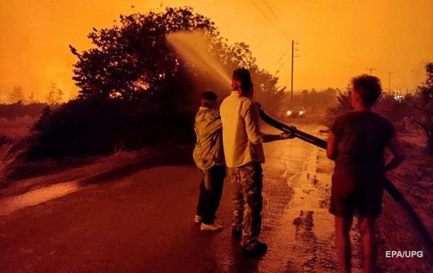 В Греции пожары уничтожили или повредили сотни домов
