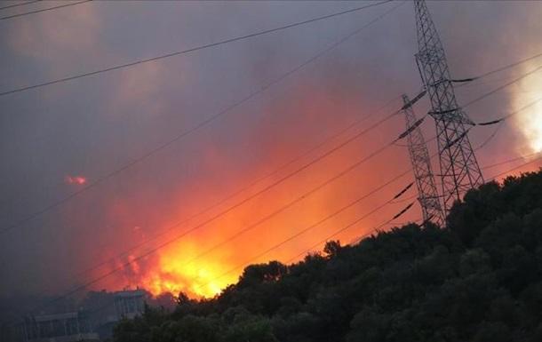 Лесной пожар в Турции добрался до теплоэлектростанции