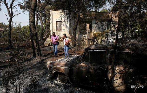 З охопленого пожежею острова в Греції морем евакуювали людей