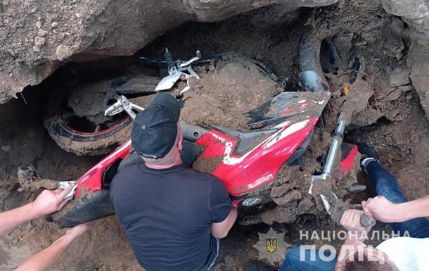 Житель Житомирщины украл и закопал мотоцикл во дворе