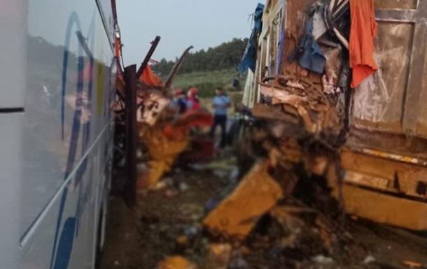 У ДТП в Туреччині загинули дев ять осіб, ще 30 постраждали
