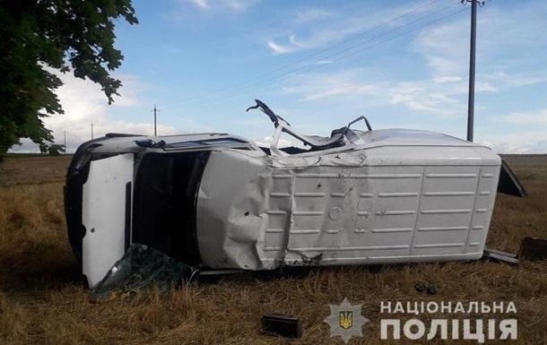 На Волыни водитель микроавтобуса уснул за рулем и слетел в кювет