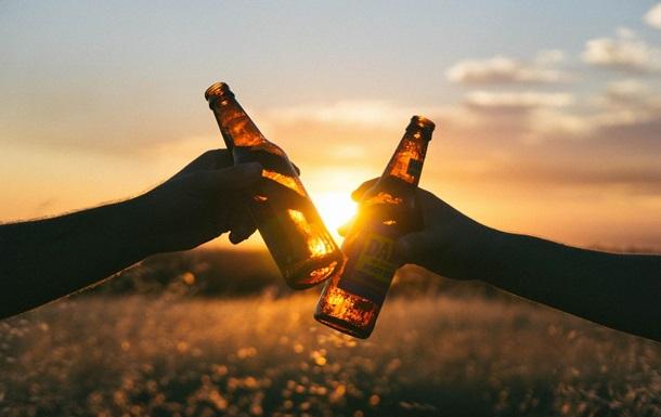 Визначено кількість алкоголю, що викликає агресивний рак