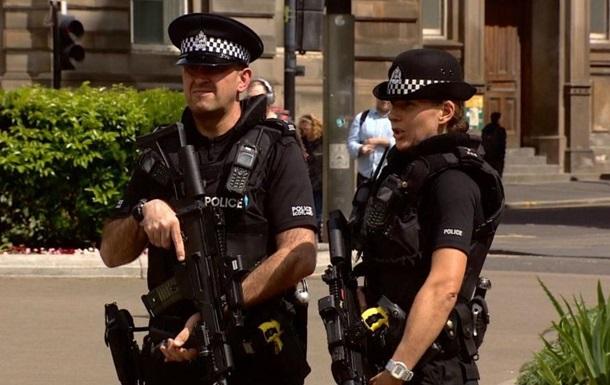 У Лондоні невідомий з ножем напав на поліцейських