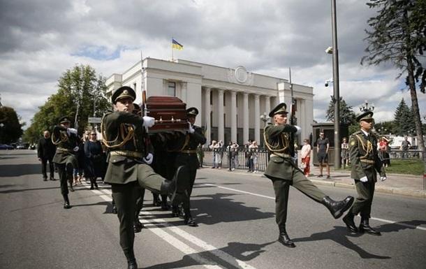 У Києві в останню путь провели Євгена Марчука
