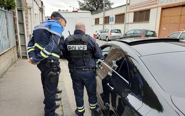 Во Франции обстреляли полицейских