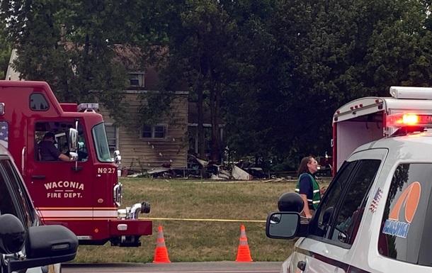 У США літак упав на житловий будинок, є загиблі