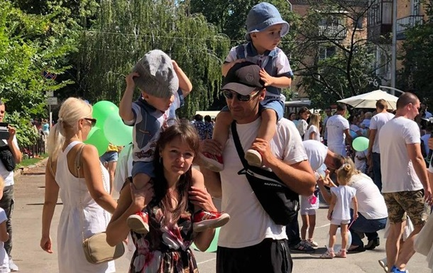 В Чернигове прошел фестиваль близнецов