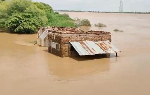 Китай и Индию затопили мощные наводнения