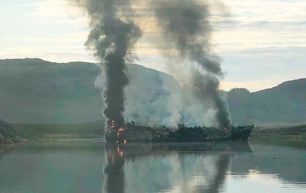 У порту Норвегії загорівся російський траулер