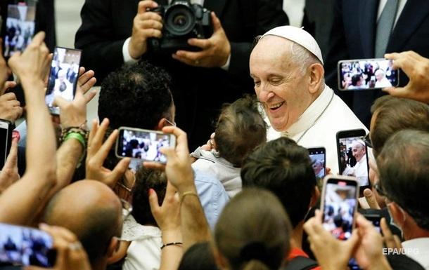 Конверт із трьома кулями: в Італії перехопили лист Папі Римському
